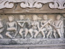 Khajuraho, Mahadeva Tempel, erotisches Schnitzen Stockbild
