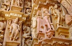 Khajuraho-Tempel-Gruppe Monumente in IndiaSandstone-Skulpturen in der Khajuraho-Tempel-Gruppe Monumenten in Indien Lizenzfreies Stockfoto