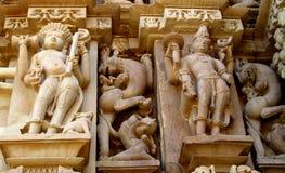 Khajuraho-Tempel-Gruppe Monumente in IndiaSandstone-Skulpturen in der Khajuraho-Tempel-Gruppe Monumenten in Indien Lizenzfreie Stockfotos
