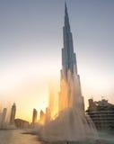 khalifa del burj con il gioco della fontana Immagini Stock Libere da Diritti