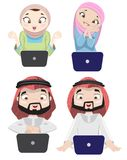Khaliji-Leute, die das Internet 3 verwenden Lizenzfreies Stockfoto