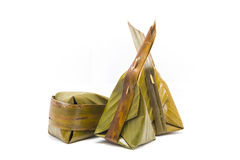 Khanom gräsmark-Sai, ångat mjöl med kokosnötfyllning Royaltyfri Fotografi