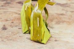 Khanom-Rasen-Sai, gedämpftes Mehl mit Kokosnuss-Füllung, thailändischer Nachtisch Stockbilder