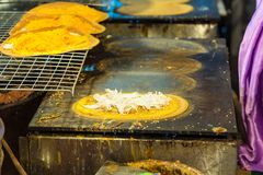 Khanom thailändska Beaung som är thailändsk, eller en sort av fylld thailändsk mat för pannkaka eller arkivfoto