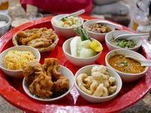 Khantok usuel thaïlandais du nord de dîner de style avec un grand choix de menus locaux images libres de droits