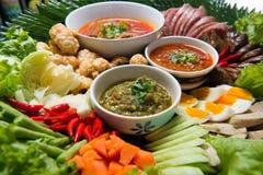 Khantoke Khantoke-Abendessen sind lang ein populäres touristisches attr gewesen Lizenzfreie Stockfotografie