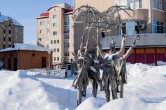 KHANTY-MANSIYSK, RUSSLAND - 17. Februar 2017 Das bildhauerische Zusammensetzung ` das Jahreszeiten ` Aufstellungsdatum - 2010, de Lizenzfreie Stockfotos