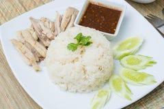 Khao人Kai (Hainanese鸡米、被蒸的鸡和白色 库存图片