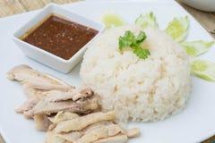 Khao人Kai (Hainanese鸡米、被蒸的鸡和白色 免版税库存照片