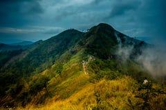 Khao Chang Phueak jest górą w z paska Pha Phum parkiem narodowym w Kanchanaburi, Tajlandia Ja jest miejscem relaksować i obozować zdjęcia stock