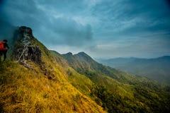 Khao Chang Phueak jest górą w z paska Pha Phum parkiem narodowym w Kanchanaburi, Tajlandia Ja jest miejscem relaksować i obozować obrazy royalty free