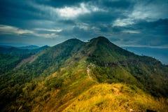 Khao Chang Phueak jest górą w z paska Pha Phum parkiem narodowym w Kanchanaburi, Tajlandia Ja jest miejscem relaksować i obozować zdjęcie royalty free
