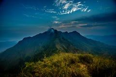 Khao Chang Phueak jest górą w z paska Pha Phum parkiem narodowym w Kanchanaburi, Tajlandia Ja jest miejscem relaksować i obozować zdjęcia royalty free
