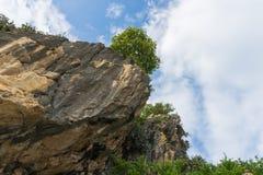 Khao Kalok在泰国底视图的岩石山 免版税库存图片