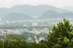 从Khao-Khad的美丽的景色观看塔,游人可能享用Th 图库摄影