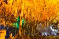 Khao kosza jama Tajlandia, inside jama widok wieloskładnikowi mali nikli soplenowie na suficie ciemna jama zdjęcia stock