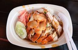Khao Moo Daeng :米用烤红色猪肉 库存图片