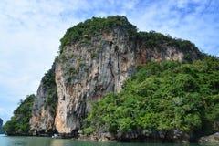 Khao Phing Kan som mer gemensam är bekant som James Bond Island Arkivbild
