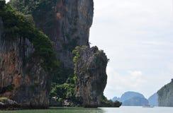 Khao Phing Kan som mer gemensam är bekant som James Bond Island Royaltyfri Foto