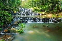 Khao sam LAN-vattenfall i nationell pa för Khao sam LAN Arkivbild