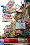 Khao San väg, Bangkok. Fotografering för Bildbyråer