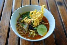 Khao Sawy (de Noordelijke Thaise Soep van de Kerrie van de Noedel) Royalty-vrije Stock Foto