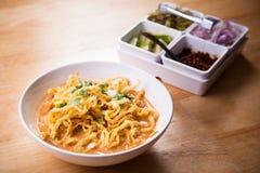 Khao soi北泰国面条咖喱汤 免版税库存图片
