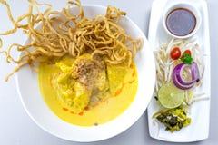 Khao Soi, ξυστρισμένη σούπα νουντλς με το κοτόπουλο Στοκ Φωτογραφία