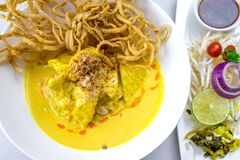Khao Soi, ξυστρισμένη σούπα νουντλς με το κοτόπουλο Στοκ εικόνες με δικαίωμα ελεύθερης χρήσης
