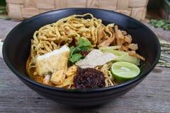 Khao soi, currynudlar Royaltyfri Fotografi