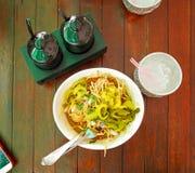 Khao Soi, minestra di pasta al curry con il pollo Immagine Stock Libera da Diritti