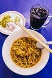 Khao soja - Tradycyjny Tajlandzki jedzenie, Tajlandzki curry z A kluski naczyniem w żółtym currym z kurczakiem Obrazy Royalty Free