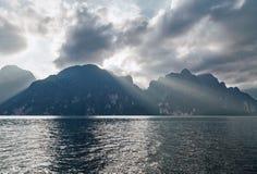 湖Khao Sok 图库摄影