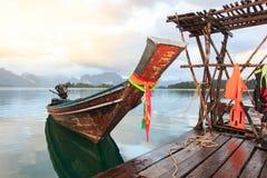 Khao Sok National Park, montagne et lac en Thaïlande du sud, Photos stock
