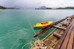 Khao Sok National Park, montagne et lac en Thaïlande du sud, K Images libres de droits