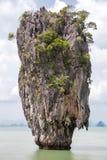 Khao Tapu skała przy James Bond wyspą, Andaman morze, Tajlandia Obrazy Stock