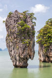 Khao Tapu vaggar på den James Bond ön, det Andaman havet, Thailand Royaltyfri Bild