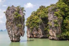 Khao Tapu vaggar på den James Bond ön, det Andaman havet, Thailand Arkivbild