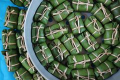 Khao Tom Mad de nourriture traditionnelle de dessert vert de fond de culture de la Thaïlande Photos libres de droits