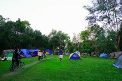 Khao Yai, Nakhon Ratchasima, Thailand: Touristisches Lager am Campingplatz, Campingplatz stockfoto