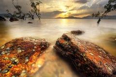 Khaokhad phuket Tailandia de la playa del cielo del paisaje marino de la puesta del sol Fotografía de archivo