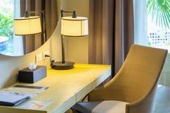 KHAOLAK, TAILÂNDIA - 31 DE OUTUBRO: Espaço de funcionamento interior na sala de t Fotografia de Stock Royalty Free