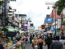 Khaosan Weg populair famously beschreven als centrum van het backpacking heelal in Bangkok royalty-vrije stock afbeeldingen