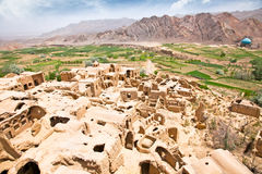 Kharanaq - дезертированное село грязь-кирпича, Иран Стоковые Изображения