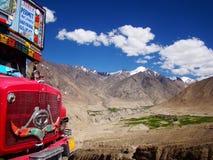 Khardung al valle del nubra Foto de archivo libre de regalías