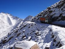 Khardung La高山通行证5359 m A S L 在拉达克地区,印度 图库摄影