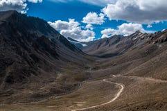 Khardungla Durchlauf Lizenzfreie Stockbilder