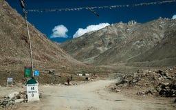 Khardungla Durchlauf Lizenzfreie Stockfotos