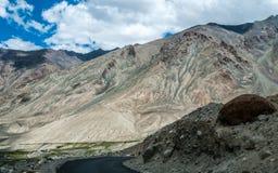 Khardungla Durchlauf Lizenzfreie Stockfotografie