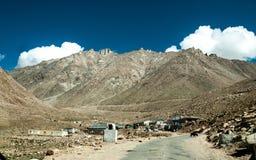 Khardungla passerande Fotografering för Bildbyråer